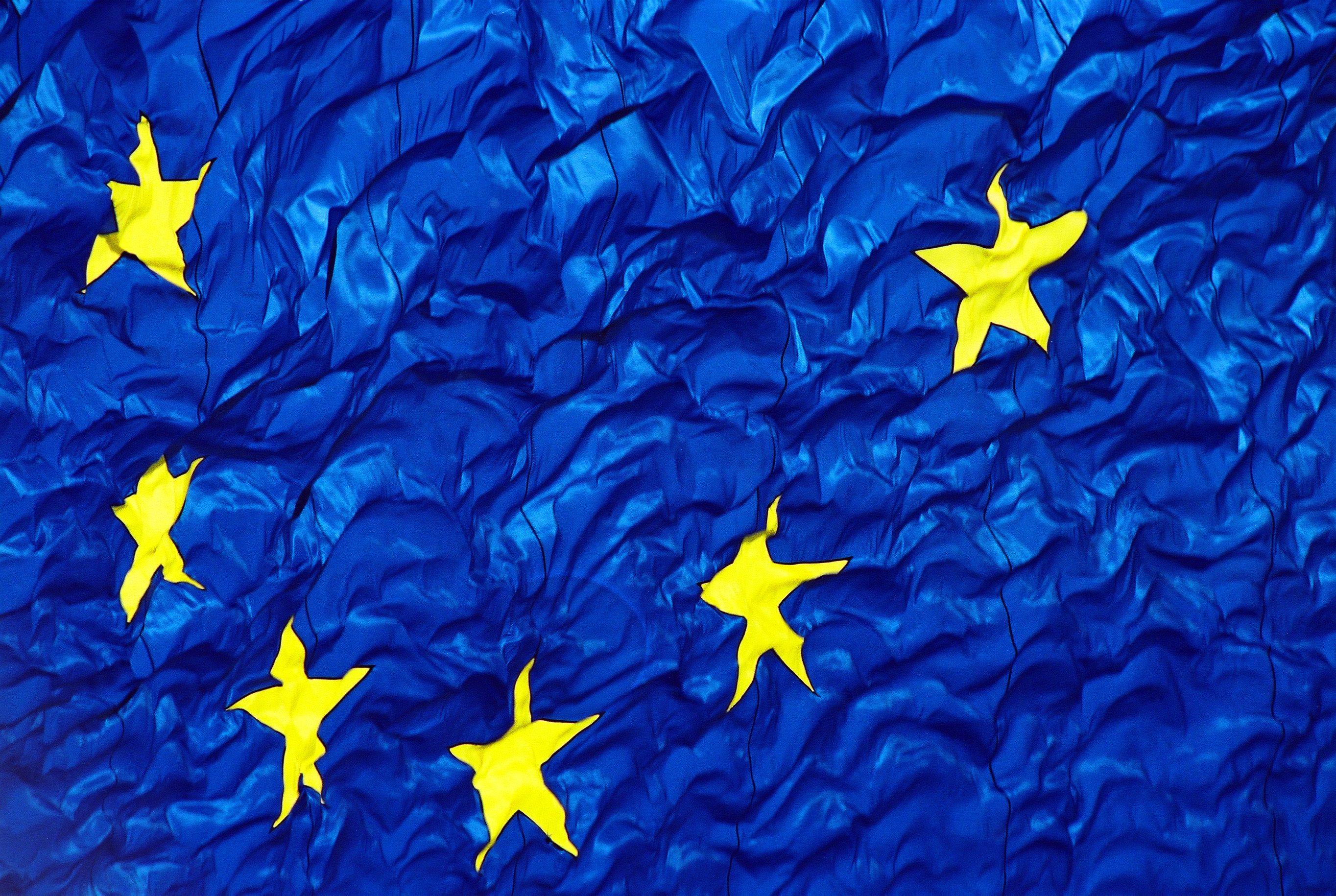 https://edromos.gr/wp-content/uploads/2014/05/europe-tsalakomeni.jpg