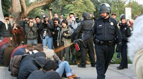 https://www.e-dromos.gr/wp-content/uploads/2014/06/occupy-wall-street-police-brutality-1.jpeg