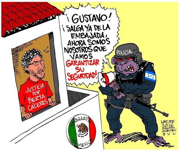 Σκίτσο του Λατούφ που στηλιτεύει την προσπάθεια της κυβέρνησης της Ονδούρας να εκφοβίσει τον μοναδικό αυτόπτη μάρτυρα της δολοφονίας της Μπέρτα Κάσερες, τον Μεξικάνο ακτιβιστή Γκουστάβο Κάστρο, ο οποίος επίσης τραυματίστηκε από τις σφαίρες των δολοφόνων και κατέφυγε στην πρεσβεία του Μεξικού: «Γκουστάβο, βγες έξω, τώρα θα εγγυηθούμε εμείς την ασφάλειά σου»… Μία μέρα αργότερα κι ενώ ο Κάστρο ετοιμαζόταν να αναχωρήσει αεροπορικά, με τη συνοδεία του Μεξικανού πρέσβη, η αστυνομία τον συνέλαβε στο αεροδρόμιο και τον μετέφερε στη Λα Εσπεράνσα, όπου «ανακρίνεται»! Δεκάδες οργανώσεις από το Μεξικό και άλλες χώρες καταγγέλλουν ότι κινδυνεύει η ζωή του και απαιτούν την άμεση απελευθέρωσή του…