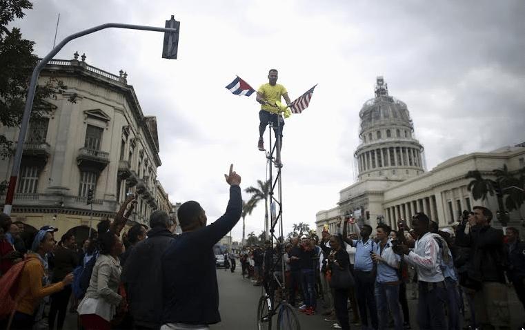 Σε ασκήσεις λεπτής ισορροπίας και αναγνωριστικών αψιμαχιών επιδόθηκαν τόσο οι ΗΠΑ όσο και η Κούβα στη διάρκεια της επίσκεψης του Ομπάμα στην Αβάνα