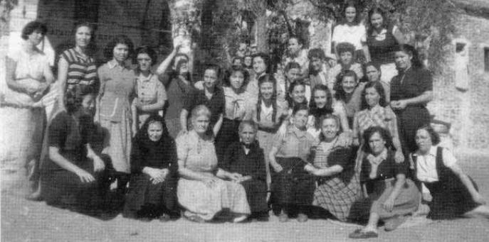 Το Κάτω από την Ελιά, της Σταυρούλας Τόσκα, αναφέρεται στις εξόριστες του Εμφυλίου στο Τρίκερι