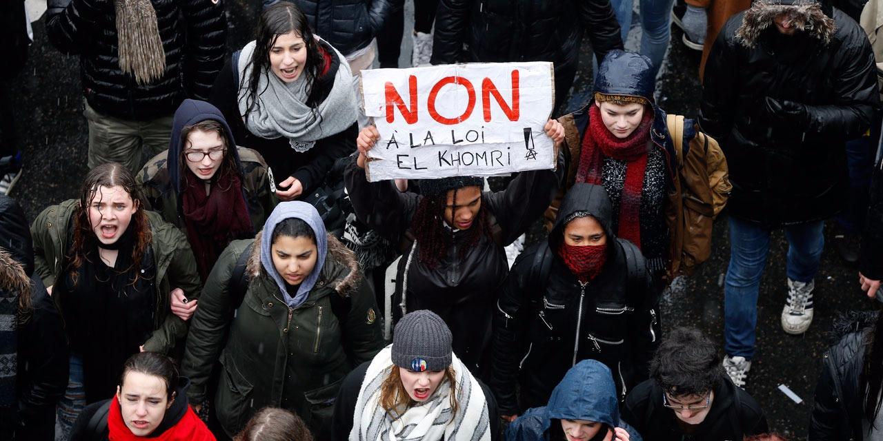 Εκατομμύρια απέργησαν και εκατοντάδες χιλιάδες διαδήλωσαν προχθές σε όλη τη Γαλλία, σε πολλές πόλεις υπό καταρρακτώδη βροχή, ενάντια στο νόμο-έκτρωμα των Ολάντ-Βαλς. Εντυπωσιακή ήταν η συμμετοχή της νεολαίας, που σε πολλές περιπτώσεις απάντησε δυναμικά στις κατασταλτικές επιχειρήσεις των γαλλικών ΜΑΤ