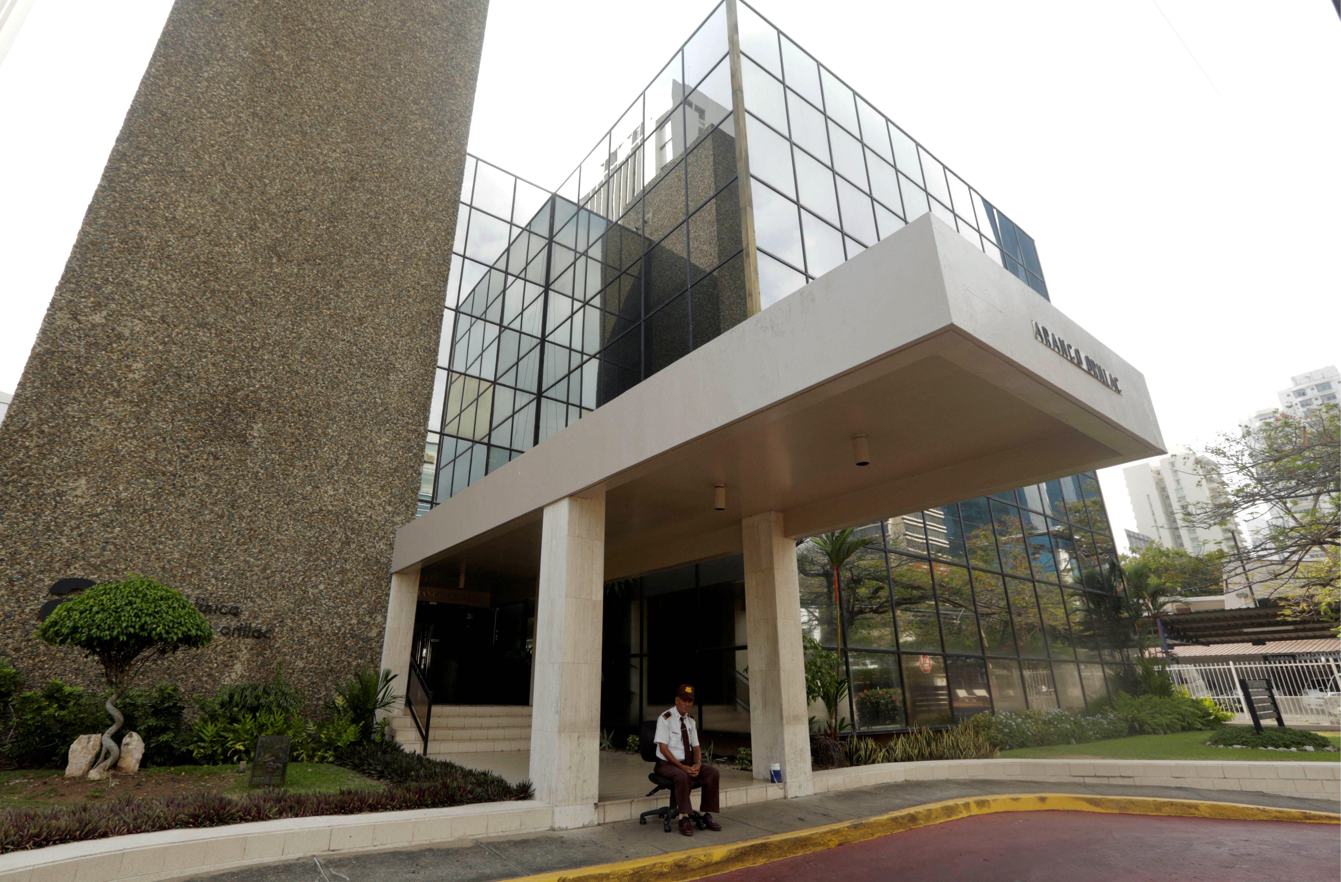 Τα κεντρικά γραφεία της Mossack Fonseca στην πόλη του Παναμά δεν έχουν πολύ κίνηση αυτές τις μέρες… Η ίδια εικόνα επικρατεί στα γραφεία που έχει η «δικηγορική εταιρία» σε δεκάδες ακόμη χώρες του κόσμου.