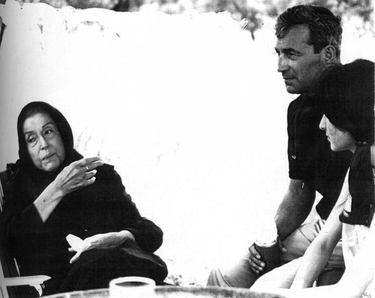 Ο Αλέξης Πάρνης με την Κατίνα Παξινού και την κόρη του Στέλλα, το 1969…