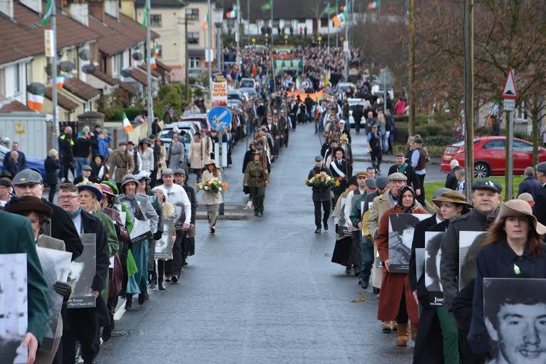 Χιλιάδες άνθρωποι συμμετείχαν στο γιορτασμό της Εκατονταετηρίδας από την Εξέγερση του Πάσχα σε ολόκληρη την Ιρλανδία. Συνήθως προπορεύονταν οι οικογένειες των μελών του IRA που σκοτώθηκαν στη διάρκεια της αντίστασης εναντίον των Βρετανών