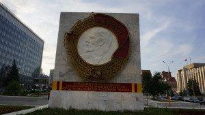 Στην πιο κεντρική λεωφόρο του Περμ, ίσταται ο Λένιν, καλά φροντισμένος… (φωτό Στ. Ελληνιάδη)