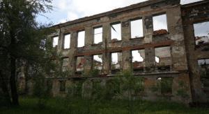 Το νοσοκομείο στο οποίο νοσηλεύονταν οι Έλληνες και οι άλλοι σαχτιόρηδες (ανθρακωρύχοι) που ήταν εκτοπισμένοι στο Ουγκρεουράλσκ, στη Σιβηρία… (φωτό Στ. Ελληνιάδη)