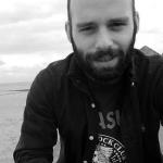 Ο Κώστας Βλαχόπουλος είναι υποψήφιος διδάκτωρ Πολιτικών Επιστημών στο Πανεπιστήμιο της Γλασκώβης.