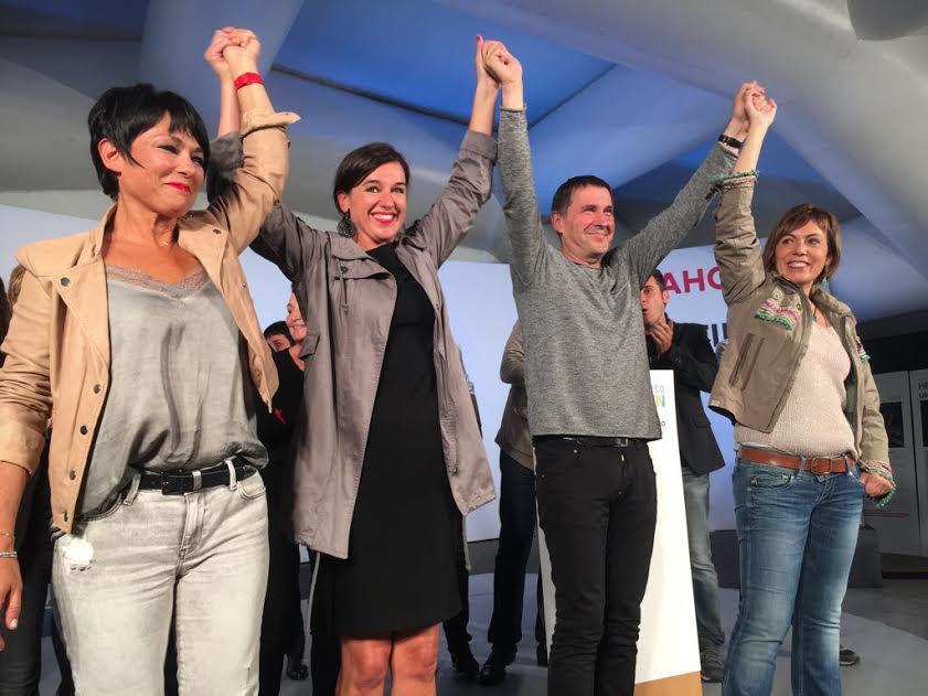 Το βράδυ των εκλογών ο Αρνάλντο Οτέγκι, στον οποίο η Μαδρίτη απαγόρευσε να θέσει υποψηφιότητα, δήλωσε: «Πριν 2-3 μήνες κάποιοι βαυκαλίζονταν ότι ήρθε το τέλος της Πατριωτικής Αριστεράς. Σήμερα πετύχαμε κάτι σημαντικότερο από τις ψήφους και τις έδρες: ξανάδαμε τον κόσμο να χαμογελά. Μπορεί να υπάρξει μια κυβέρνηση που θα διεκδικήσει την κυριαρχία μας και θα πάει κόντρα στη λιτότητα. Τώρα, ας αποφασίσει το PNV: Θέλει να προχωρήσει, ή όχι;». Πράγματι, η Πατριωτική Αριστερά ξανακέρδισε μεγάλο μέρος των ψηφοφόρων της, που το τελευταίο διάστημα είχαν «δανείσει» την ψήφο τους στους Podemos.