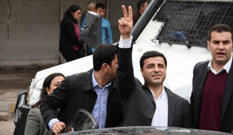 Λίγο μετά τη σύλληψή του, ο συμπρόεδρος του HDP Σελαχατίν Ντεμιρτάς έστειλε το πρώτο του μήνυμα μέσα από το κελί σε ένα κομμάτι χαρτί: «Ακόμη κι αν βρισκόμαστε έγκλειστοι, συνεχίζουμε να αποτελούμε μέρος του αγώνα έξω από τη φυλακή. Μοιραζόμαστε τη χαρά του διαρκούς αγώνα για ελευθερία, δίχως να ξεχνάμε ότι όλοι ζούμε κάτω από τον ίδιο ουρανό». Τελικά μεταφέρθηκε σε φυλακή υψίστης ασφαλείας «τύπου F» στο Έντιρνε (Αδριανούπολη), όπου πλέον κρατείται σε πλήρη απομόνωση