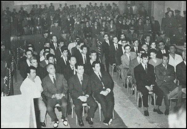 Φωτογραφία από τη δίκη των 39 του ΠΑΜ Θεσσαλονίκης στο έκτακτο στρατοδικείο, μεταξύ των οποίων και ο Σπυριδάκης