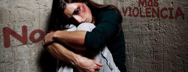 O φόβος και η σιωπή τροφοδοτούν την έμφυλη βία | του Γιώργου Μουργή