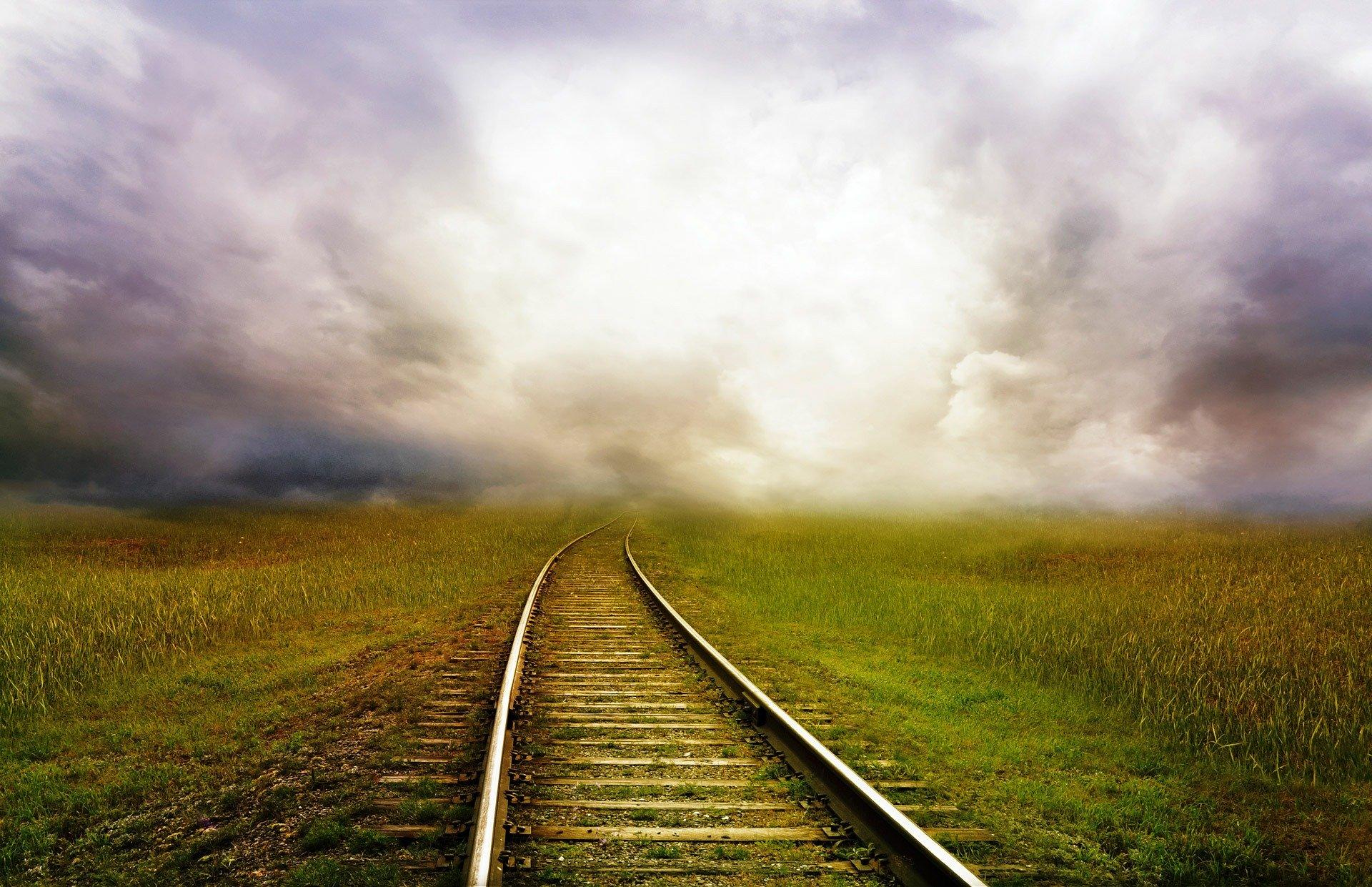 https://edromos.gr/wp-content/uploads/2020/07/railroad-tracks-163518.jpg